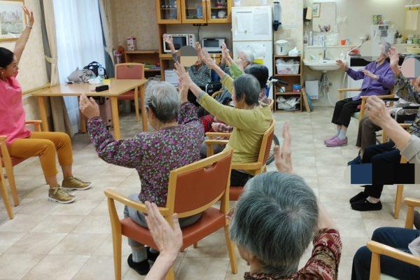 多摩川近くの施設様でのナイス体操でした。